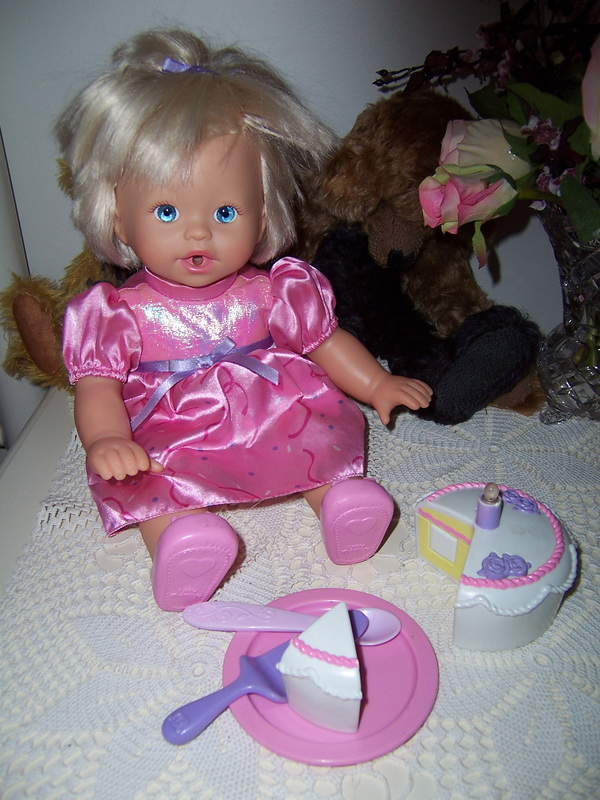 FISHER PRICE DOLL LITTLE MOMMY SWEET AS ME HAPPY BIRTHDAY WISHES SINGING CAKE SOLD
